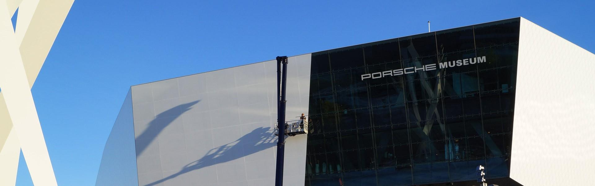 Fassadenbeklebung am Porschemuseum in Stuttgart