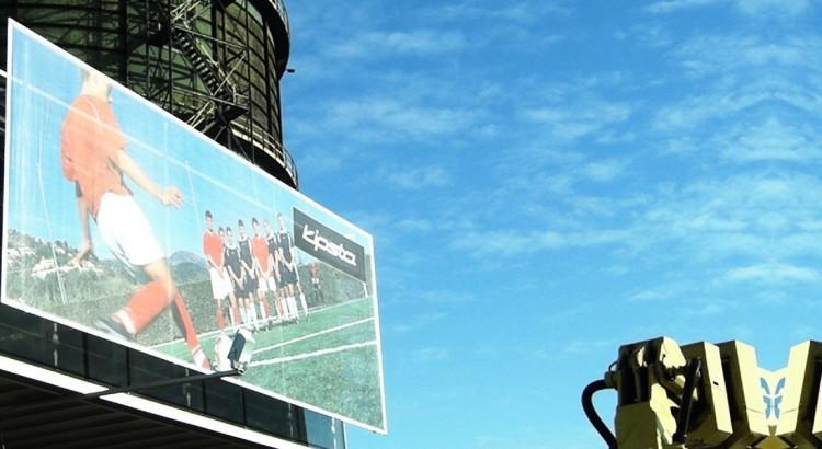 Bannerrahmen: Herstellung von Befestigungen für Werbebanner