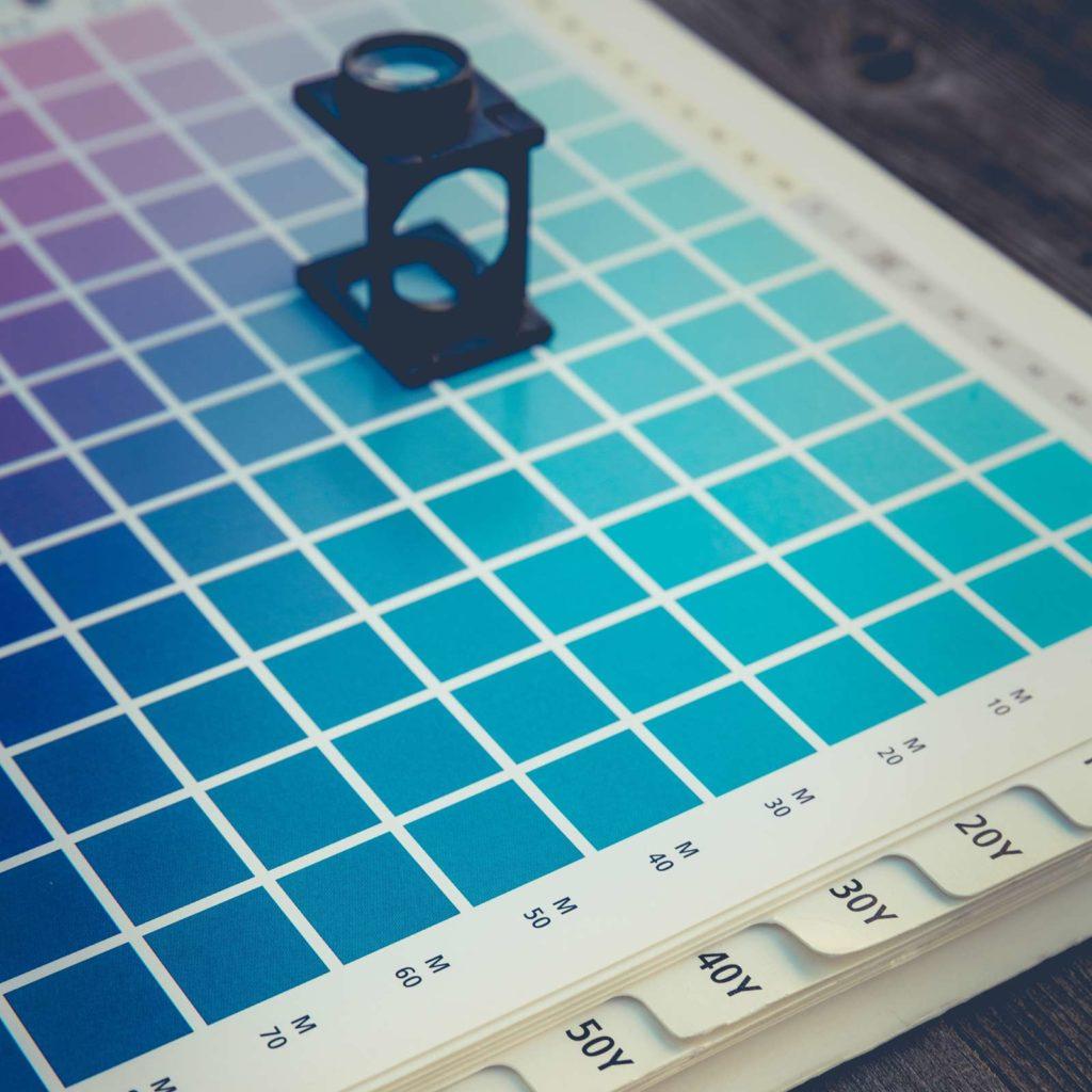 Verfügbare RAL Farben für individuelle Farbgestaltung der Wandbefestigung