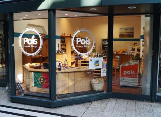 Branding am Schaufenster eines Ladenlokales für Produkte aus Portugal
