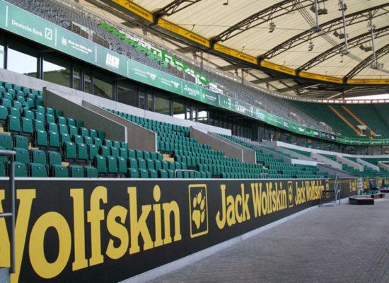 Stadionwerbung und Bandenwerbung: Ausrüstung von Arenas und Stadien mit Werbemitteln - 4