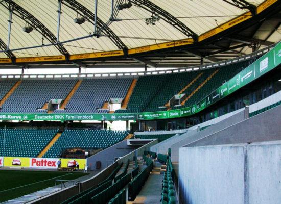 Stadionwerbung und Bandenwerbung: Ausrüstung von Arenas und Stadien mit Werbemitteln - 2