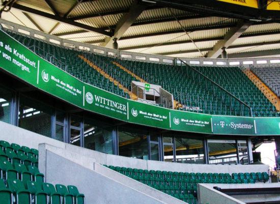 Stadionwerbung und Bandenwerbung: Ausrüstung von Arenas und Stadien mit Werbemitteln - 3