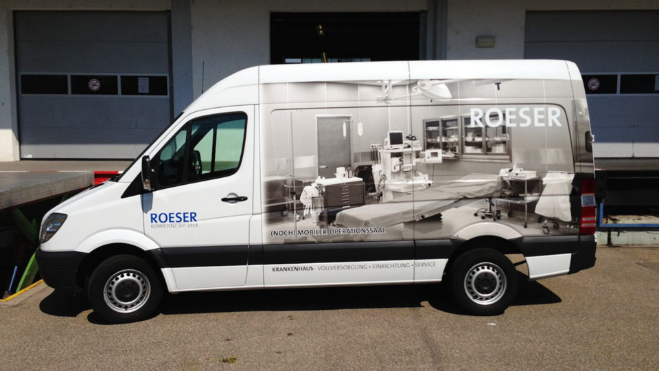 Werbung auf Transportern: Fahrzeugbeschriftung und Autofolierung für die Darstellung von Werbung auf Kfz
