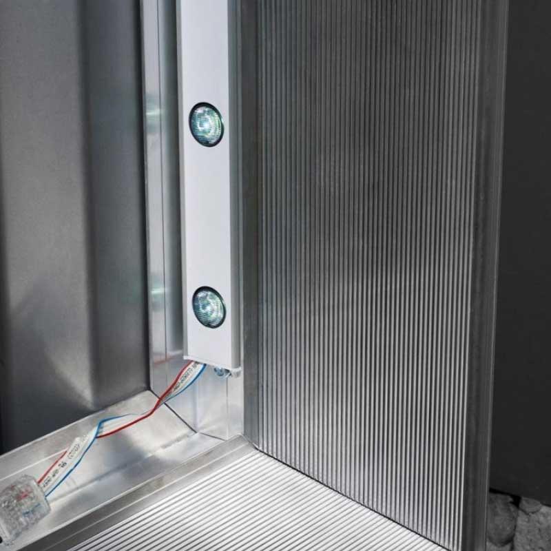 Tenso Frame vorbereitet für die Aufnahme von LED Leisten zur Beleuchtung