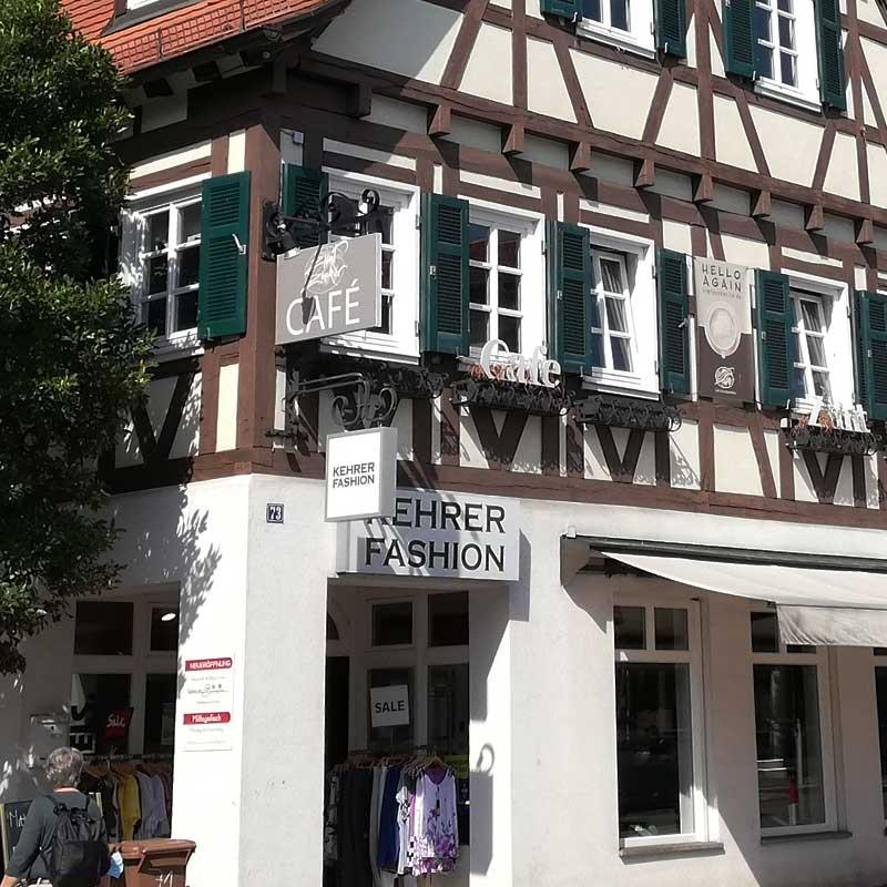 Lichtwerbung in Echterdingen: Herstellung und Montage. Hier für das Modehaus Kehrer. Fotografie 5