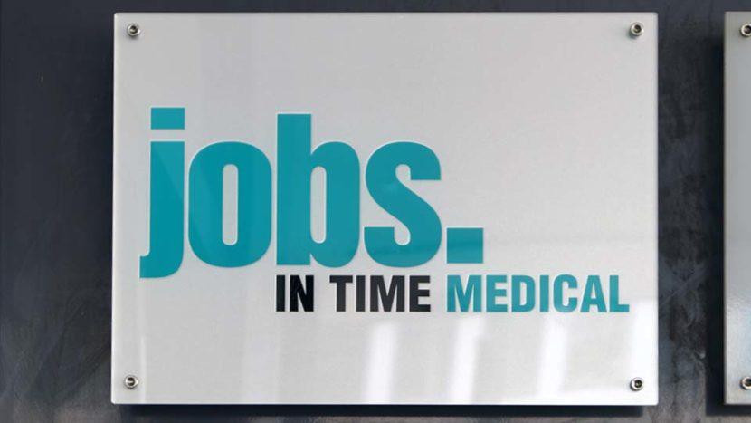 Firmenschilder Stuttgart: Herstellung und Montage für die Stuttgarter Filiale der Firma Jobs in Time Medical GmbH, Titelbild