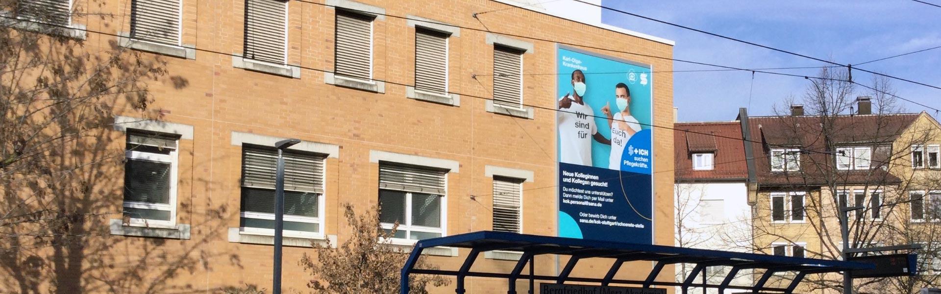 Werbeanlage Stuttgart: Neue Fassadenwerbung für das Karl-Olga-Krankenhaus mit dem Werbelifter+, Weitwinkelaufnahme