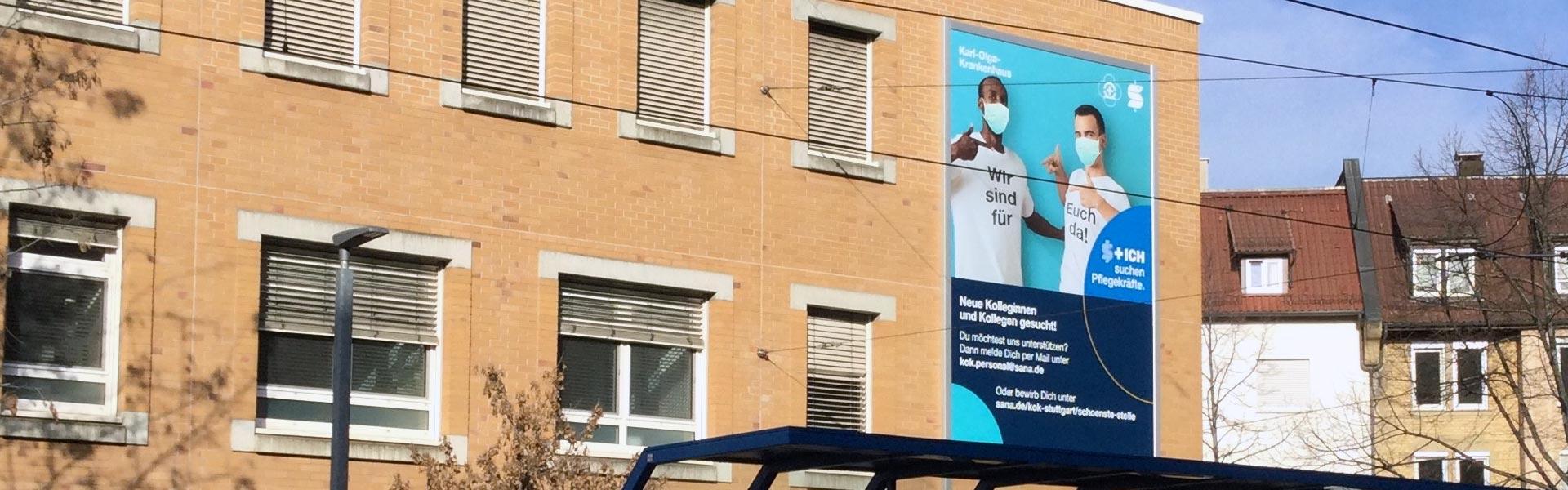 werbeanlage stuttgart: Neue Fassadenwerbung für das Karl-Olga-Krankenhaus mit dem Werbelifter+