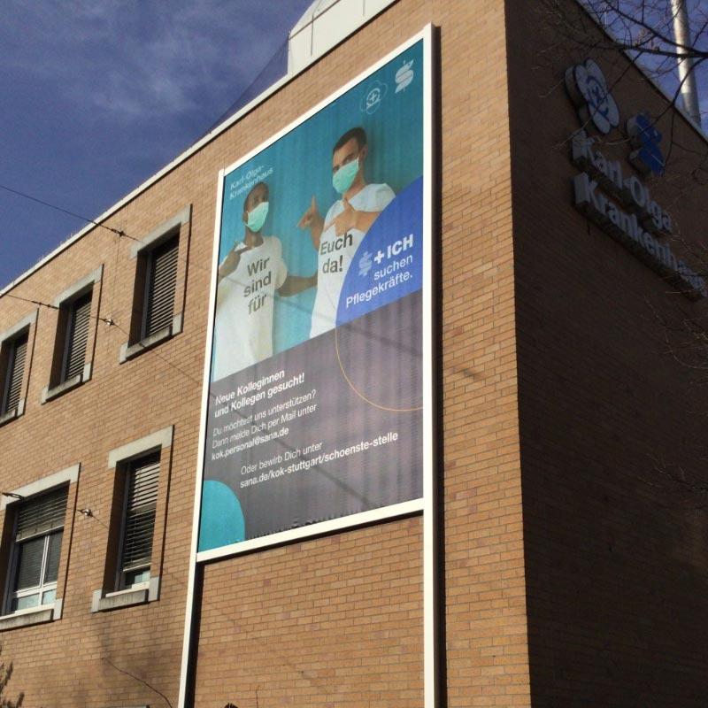 Werbeanlage Stuttgart: Neue Fassadenwerbung am Karl-Olga-Krankenkaus mit dem Werbelifter+