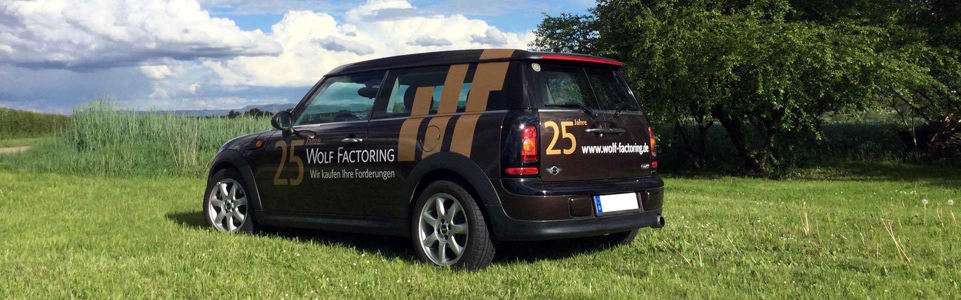 Fahrzeugbeschriftung Stuttgart: Beschriftung für Wolf Factoring, Fahrerseite