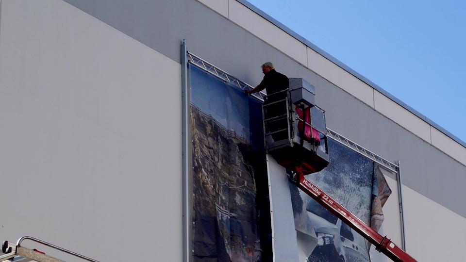 Montage von Werbeanlagen aller Art: Banneranlagen, Lichtwerbung, Werbetürme und Beschilderungen
