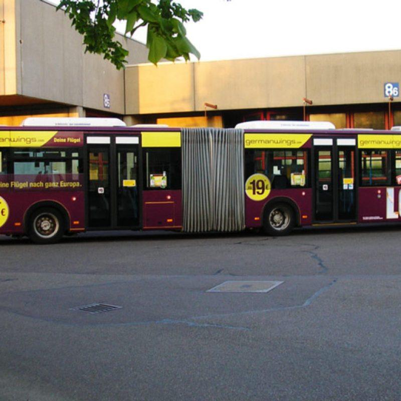 Werbung und Fahrzeugbeklebung von Bussen