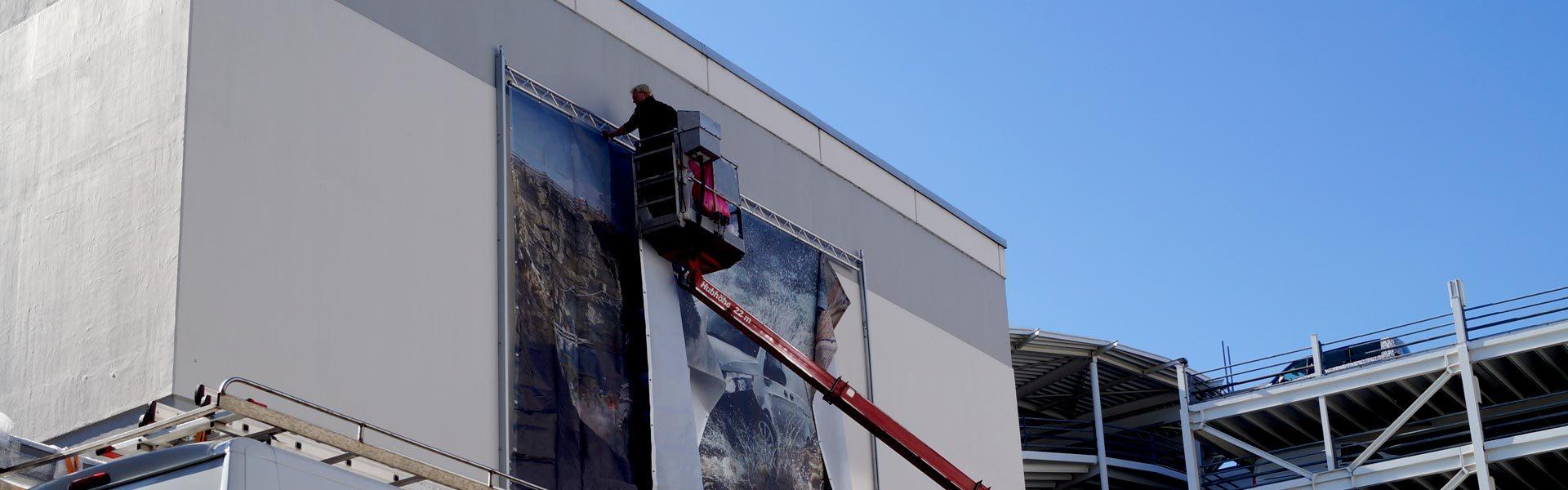 Montage von Werbeanlagen aller Art: Fassadenwerbung, Bannersysteme, Lichtwerbung, Werbetürme und und Pylone