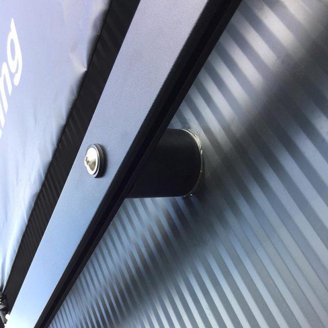 Spannrahmen+: Fassadenwerbung, Befestigung Werbebanner Ansicht Wandhalter und Profil