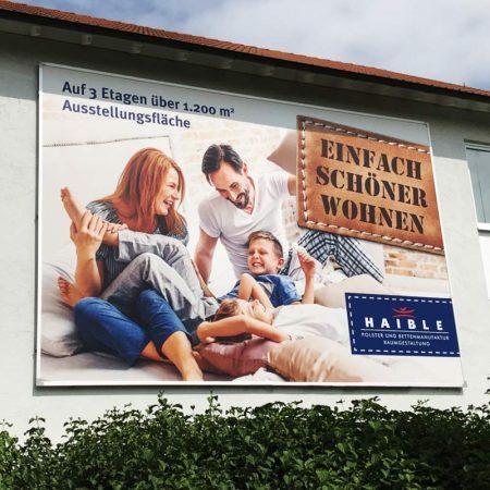 Kederrahmen+: Hochwertige Wandbefestigung für Werbebanner im Innen- Außenbereich